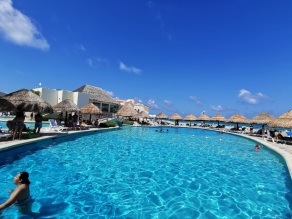 grand-park-royal-cancun-piscinas
