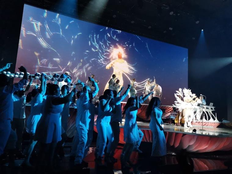 Björk con el coro de la UNAM en México
