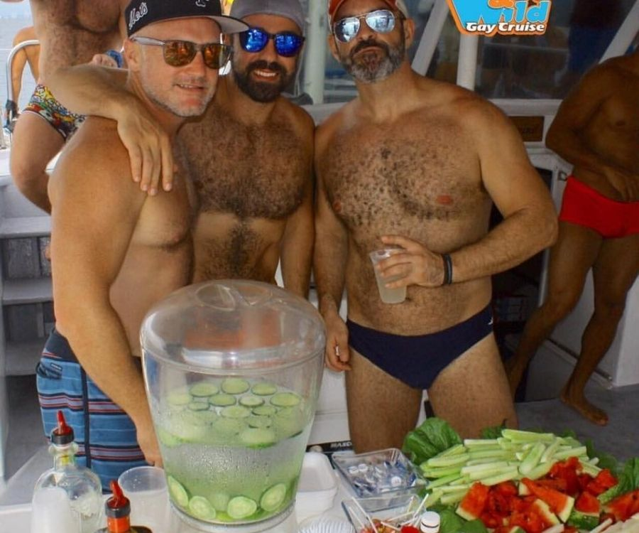 wet and wild crucero gay